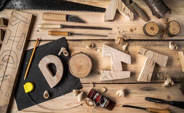 Elementi di lavorazione del legno con parola fai da te