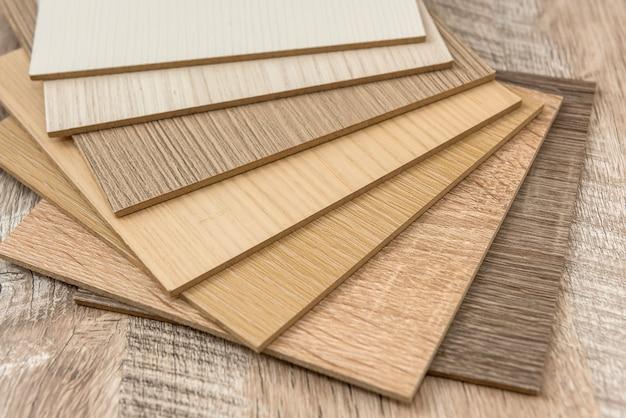 Catalogo dei materiali in legno per il design su scrivania. collezione di plance di superficie. decorazione naturale del pavimento per interni