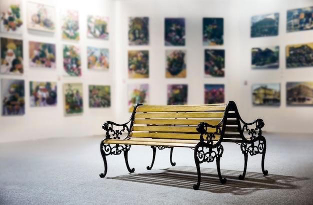 Mobili per sedute in legno per audi in galleria d'arte