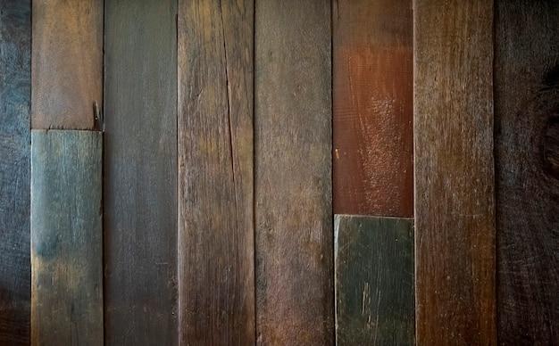 Struttura in legno con motivi naturali