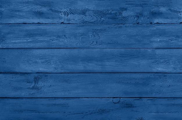 Fondo in legno struttura rustica vintage, carta da parati in blu monocromatico alla moda e colore calmo. vista dall'alto, copia spazio.