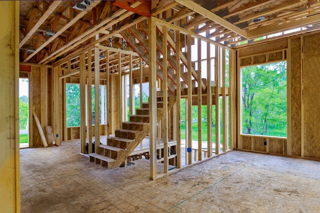Casa di travi in legno costruzione casa inquadratura casa residenziale interna