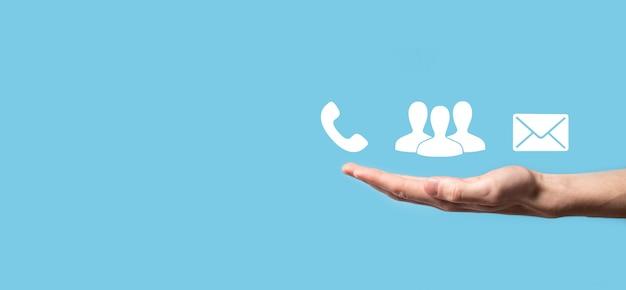 Blocco di legno simbolo cubo telefono, e-mail, contatto. pagina del sito web contattaci o e-mail marketing concept.