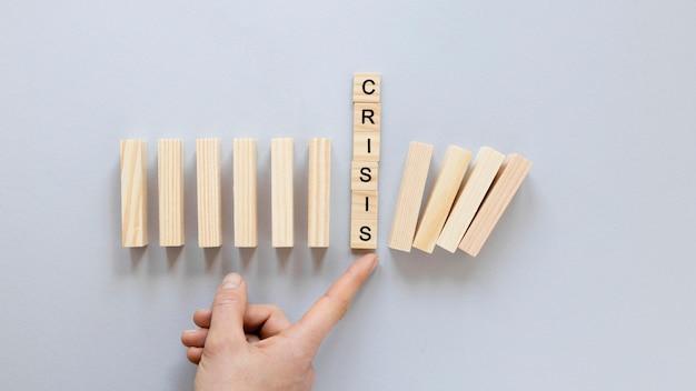 Blocchi di legno per crisi economica