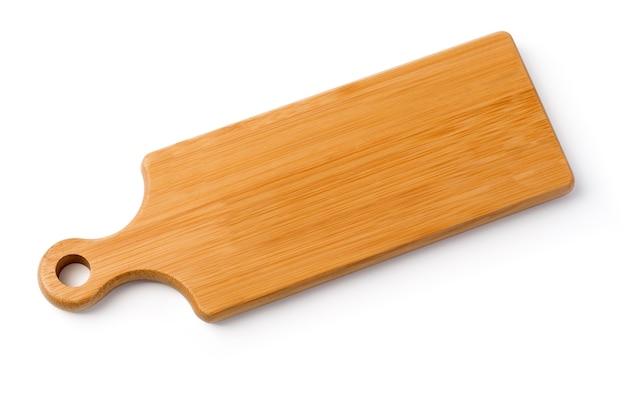 Tavola di legno isolata su bianco con il percorso di residuo della potatura meccanica Foto Premium
