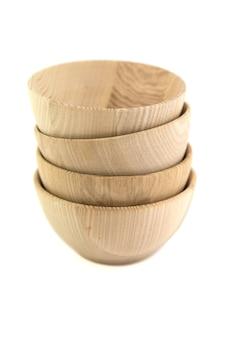 Ciotola di legno isolata