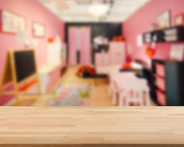 Bancone in legno con sfondo sfocato camera da letto