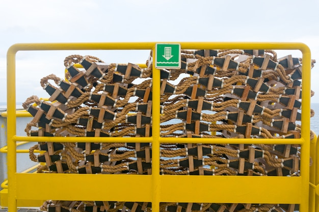 Stack di emergenza in legno a vicenda pronti per l'evacuazione di emergenza