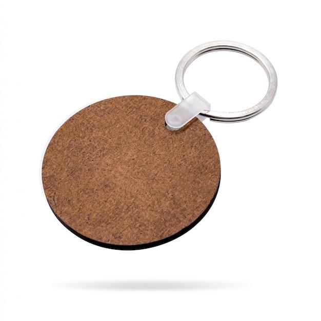 Portachiavi a anello in legno isolato su sfondo bianco. portachiavi per il tuo design.