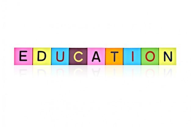 Blocchi di lettere in legno con iscrizione istruzione