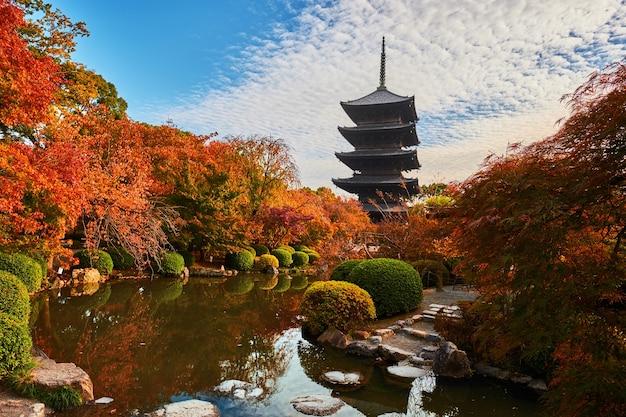 Pagoda in legno del tempio toji, kyoto in giappone