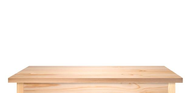Tavolo in legno di pino o piano del tavolo isolato su bianco. tavolo marrone chiaro come modello per idee, foto lunga ad alta risoluzione.