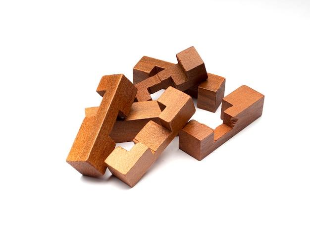 Puzzle in legno isolato
