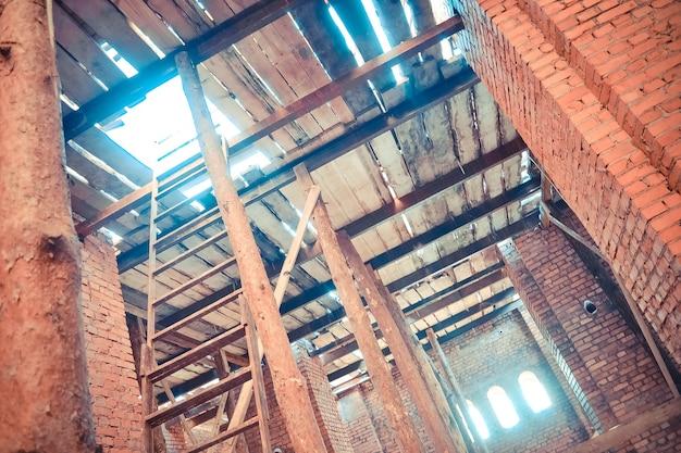 Supporti in legno alla costruzione di edifici
