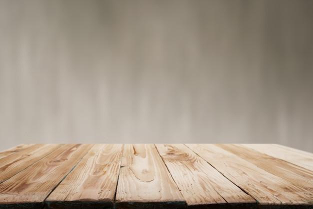Superficie in legno su sfondo beige sfocato