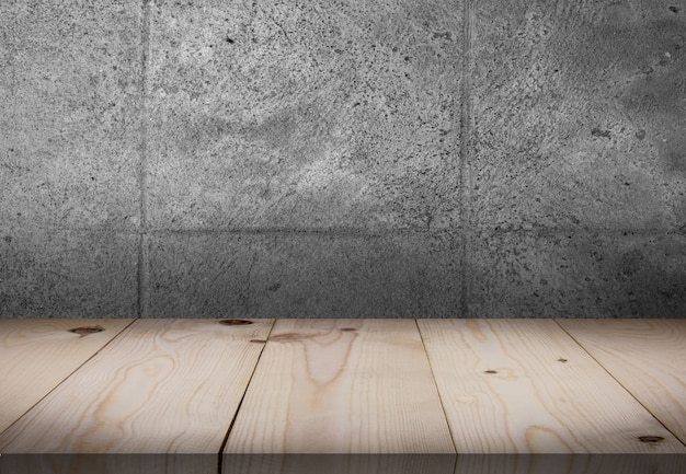 Tavolo in legno di fronte alla parete