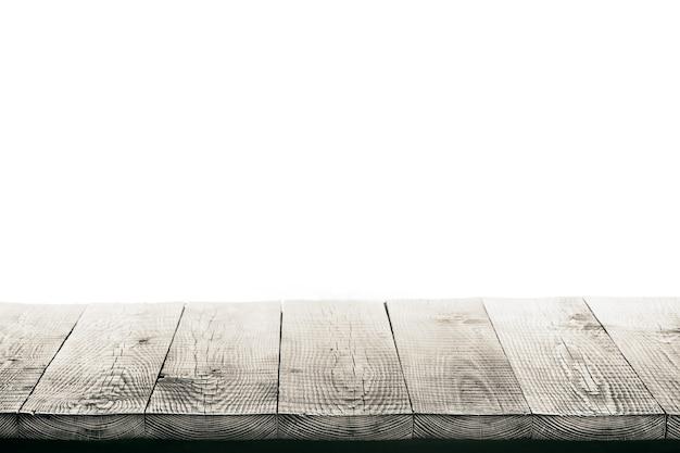 Tavolo in legno isolato su superficie bianca