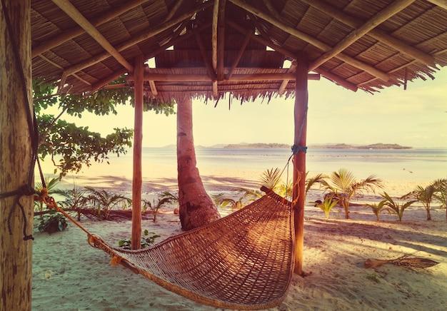 Tavolo in legno con spiaggia