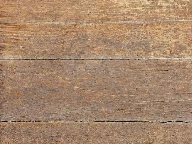 Struttura in legno con crepe