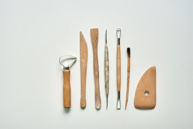 Strumenti in legno per lavorare l'argilla e la ceramica