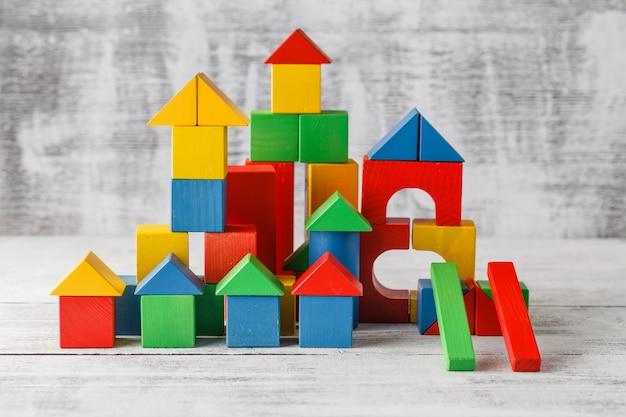 Gioco di costruzione del castello del cubo dei giocattoli di legno