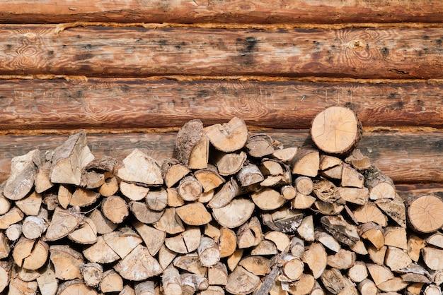 Catasta di legna da ardere di betulla. primo piano, sfondo. struttura.