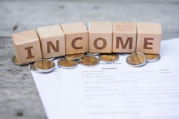 Blocco di parole reddito sul modulo di informazioni sui salari