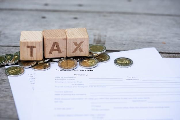 Blocco di parole tassa sul modulo di informazioni sui salari
