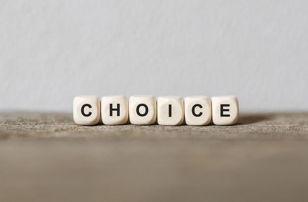 Parola scelta realizzata con blocchi di legno