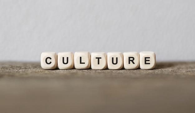 Parola cultura realizzata con blocchi di legno, immagine di stock