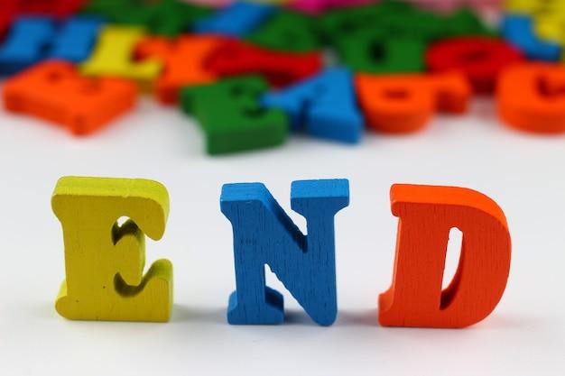 La parola finisce con lettere colorate
