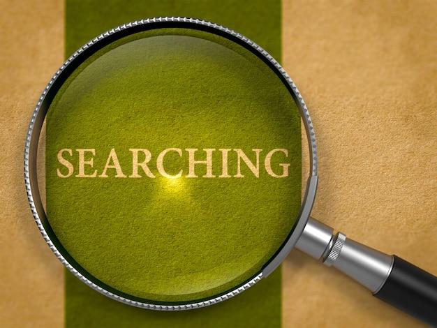 Esprima la ricerca tramite la lente d'ingrandimento su vecchia carta con la linea verticale verde scuro
