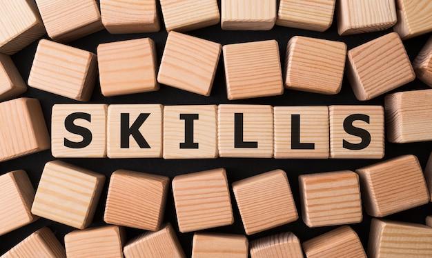 Competenze di parole realizzate con blocchi di legno