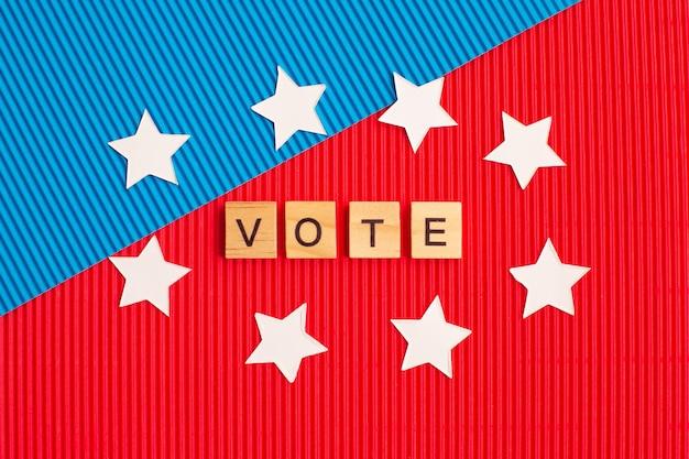 Parola vota intorno alle stelle su sfondo blu e rosso. voto elettorale. elezioni americane.
