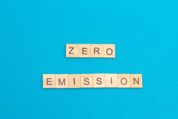 Parola emissione zero realizzata da cubi di legno