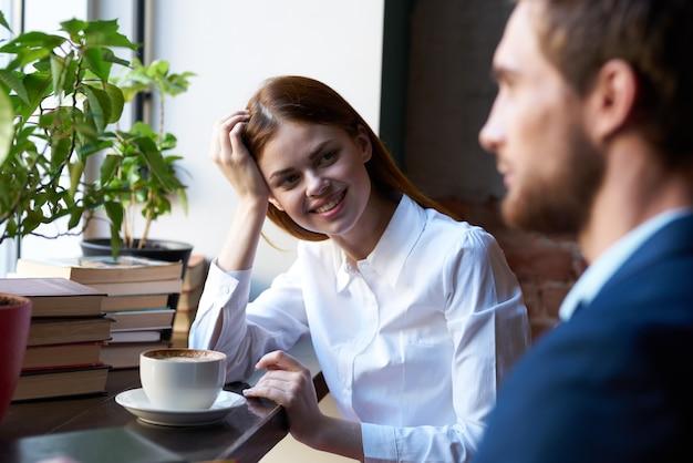 Finanza colazione del caffè di stile di vita di comunicazione dei colleghi di lavoro