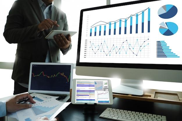 Lavora duro analisi dei dati statistiche informazioni business investimenti tecnologici negoziazione di una borsa valori