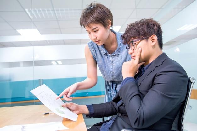 Lavorare con il collega come lavoro di squadra e kpi