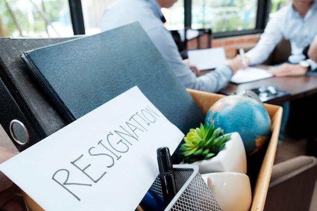 Le dimissioni del lavoratore. concetto di disoccupazione di affari.
