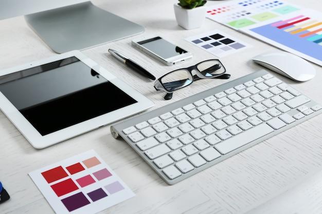 Luogo di lavoro del designer, primo piano