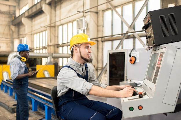 Processo di lavoro presso il dipartimento di produzione