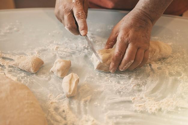 Lavorare con l'impasto il processo di cottura