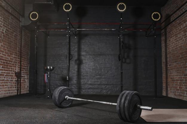 Palestra di allenamento con attrezzatura cross fit