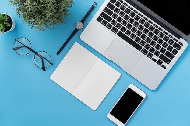 Concetto di design sul posto di lavoro di un ufficio domestico stilizzato