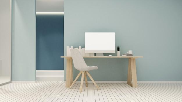 Posto di lavoro e spazio vuoto su tonalità blu in condominio
