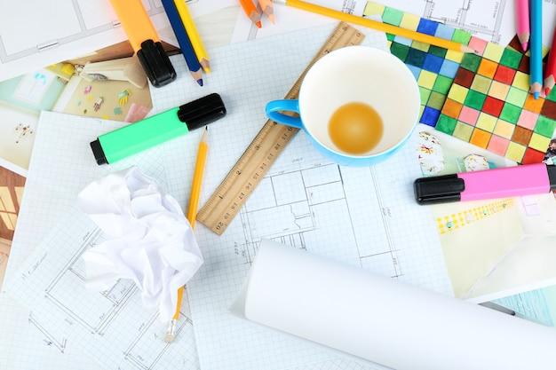 Designer di interni sul posto di lavoro