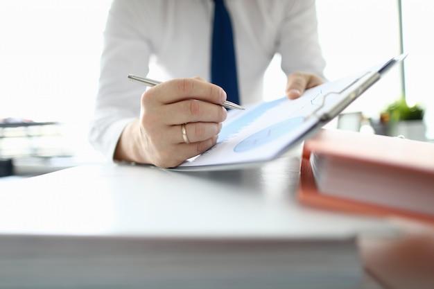 Posto di lavoro con cartella e account