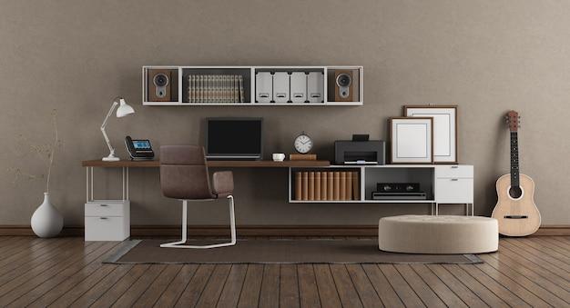 Posto di lavoro con computer portatile sulla scrivania e libreria in camera moderna