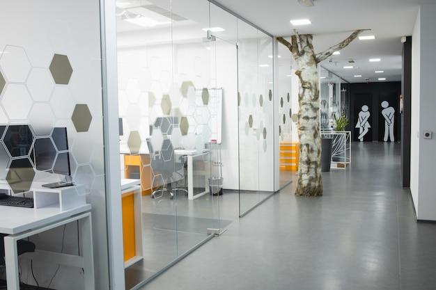 Area di lavoro di un piccolo team aziendale di professionisti