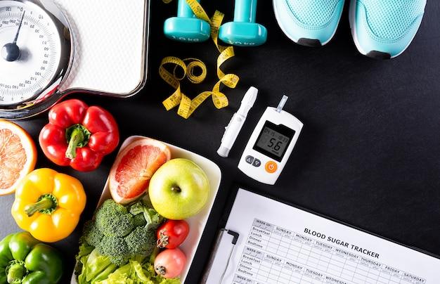 Concetto di giornata mondiale del diabete, cibo sano su sfondo nero.